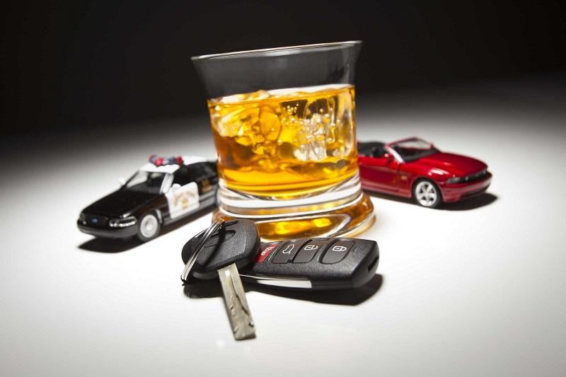 Застолье и алкоголь не помеха: когда можно смело садиться за руль