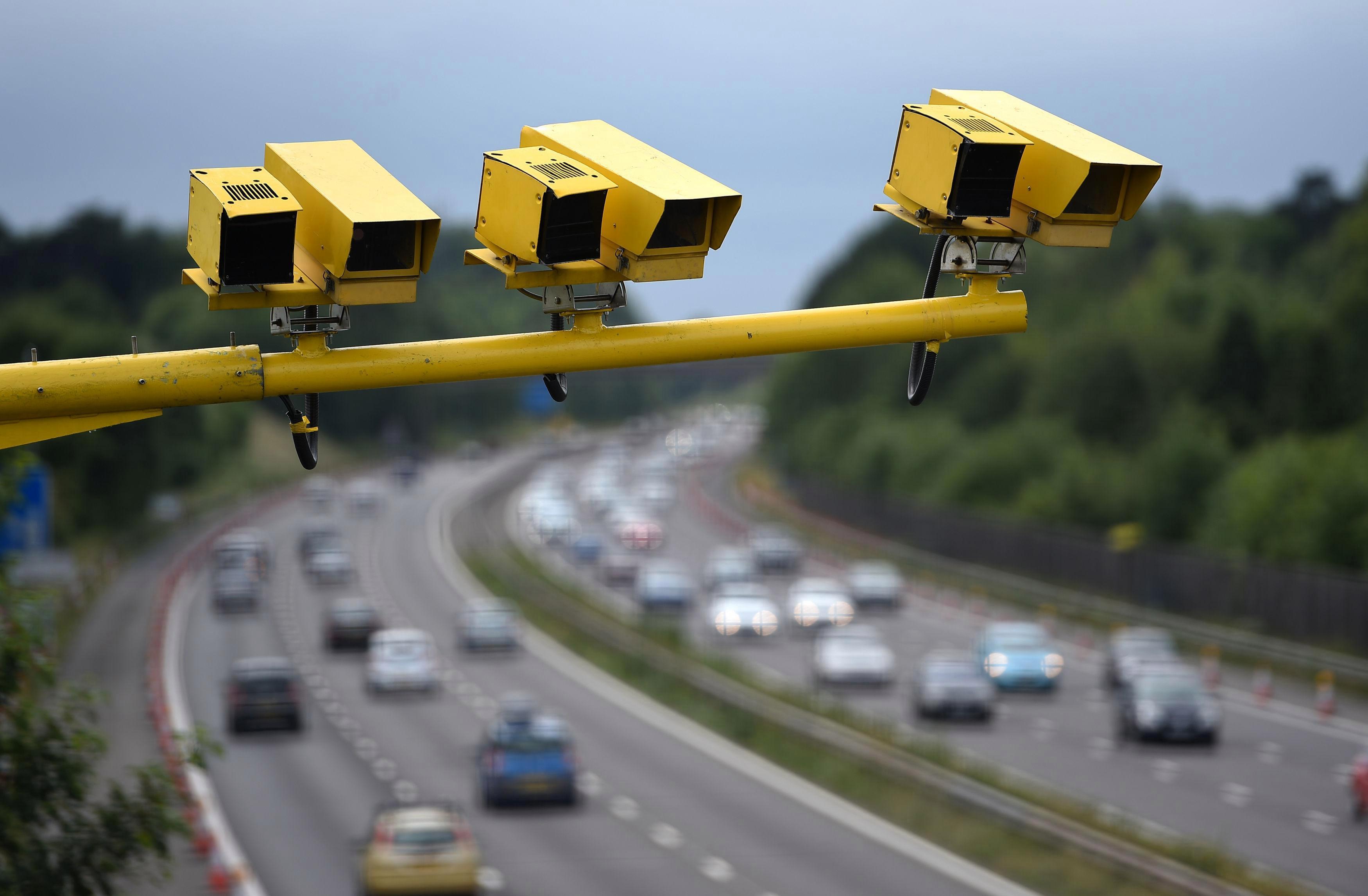 Новые камеры на дорогах Москвы начнут штрафовать не только за ремень и телефон