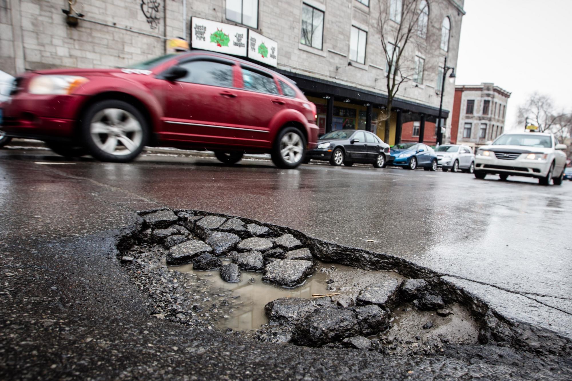 Как может случайная яма на дороге спасти жизнь человеку