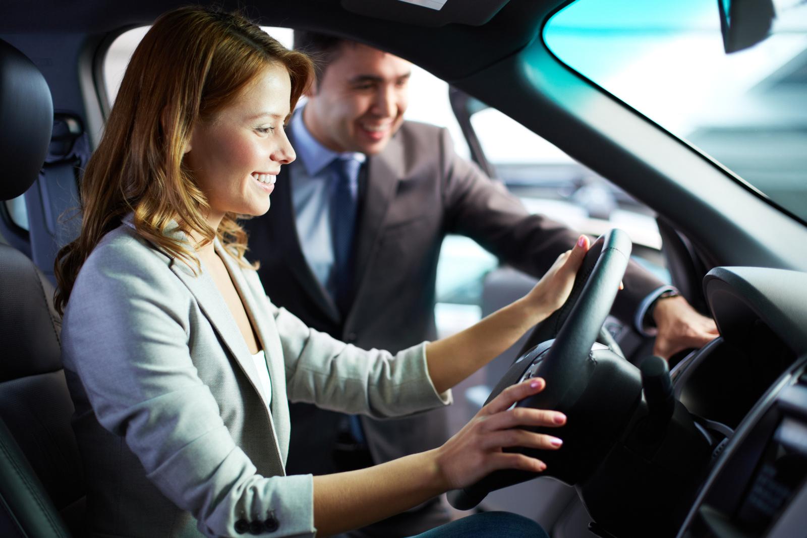 На что стоит обратить внимание в первую очередь, чтобы не допустить ошибок при покупке нового авто