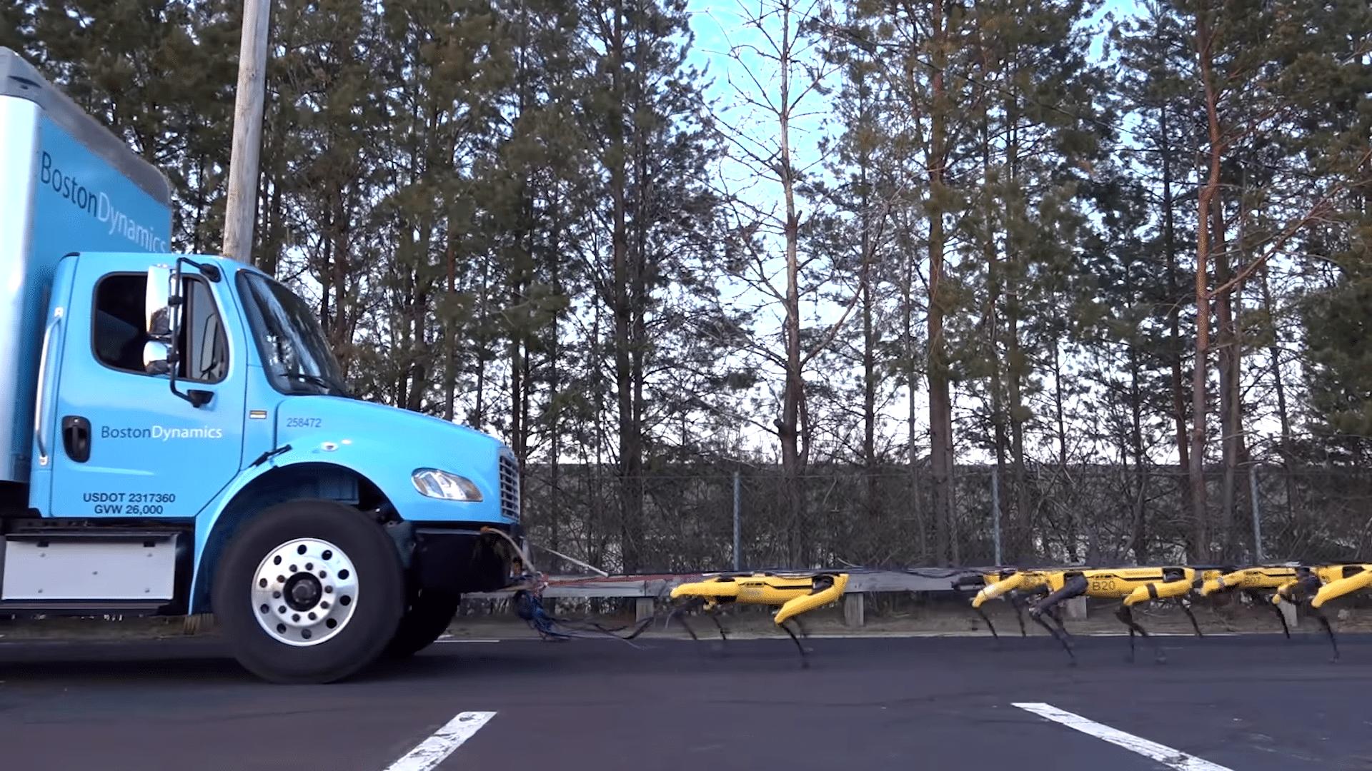 Упряжка всего лишь из 10 роботов смогла отбуксировать грузовик