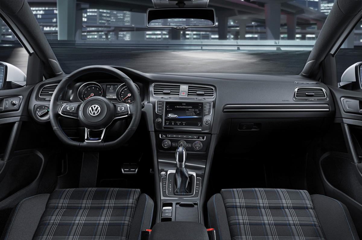Многополярный мир гибридного Volkswagen Golf GTE был представлен публике во всей красе