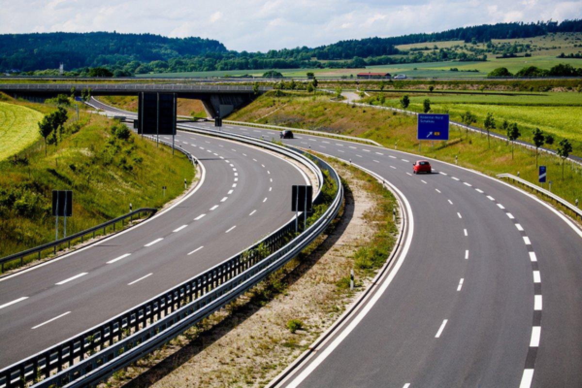 Почему Европа хочет сделать ограничение скорости на автострадах обязательным